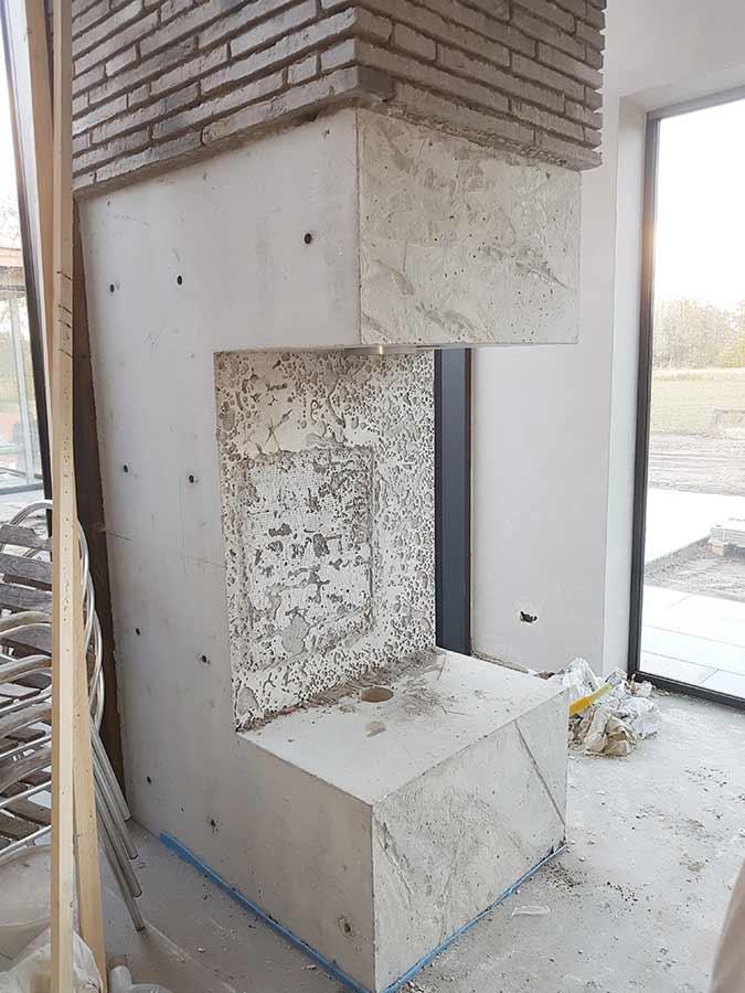 Plaatsing betonnen open haard in een nieuwe woning in Nuland
