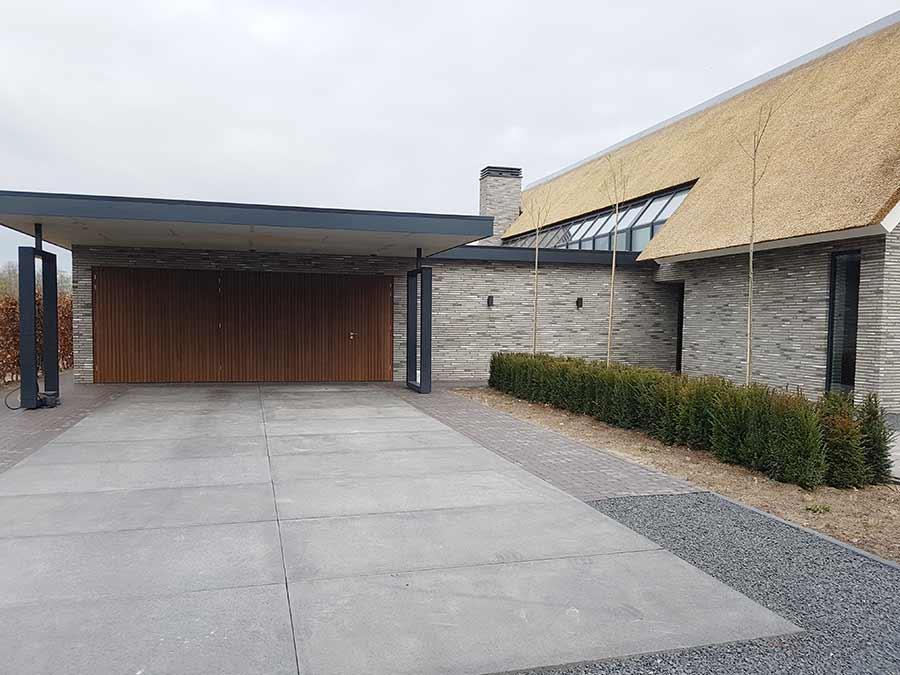Nieuw bestraatte inrit bij een nieuwe woning in Nuland