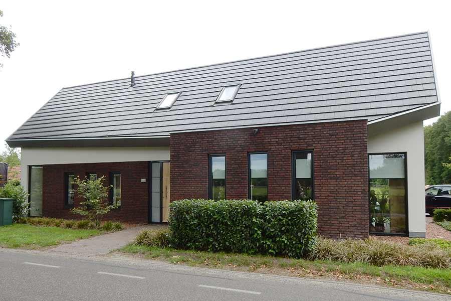 Vooraanzicht herbouw van een moderne woning in Gemonde